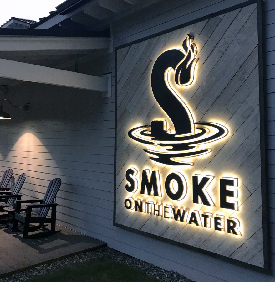 Smoke-Illuminated-Restaurant-Sign